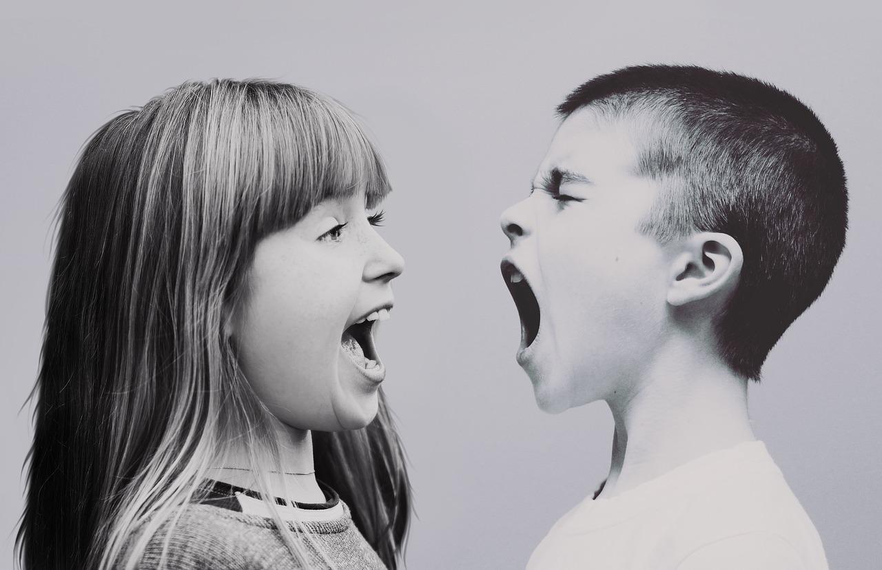 niños-gritando